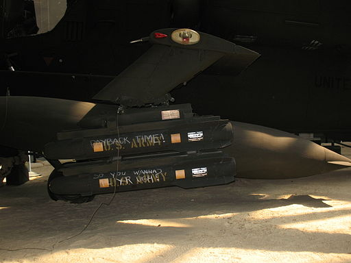 Hellfire Missiles Mounted on Apache 3898 2076797026