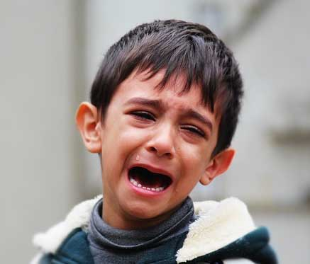iraqi boy crying